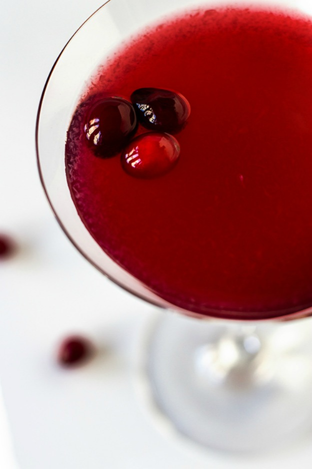 40+ Thanksgiving Recipes: Cranberry Gimlet | Hello Little Home