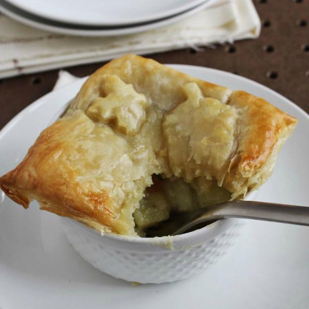 40+ Thanksgiving Recipes: Vegetable Pot Pie   Hello Little Home