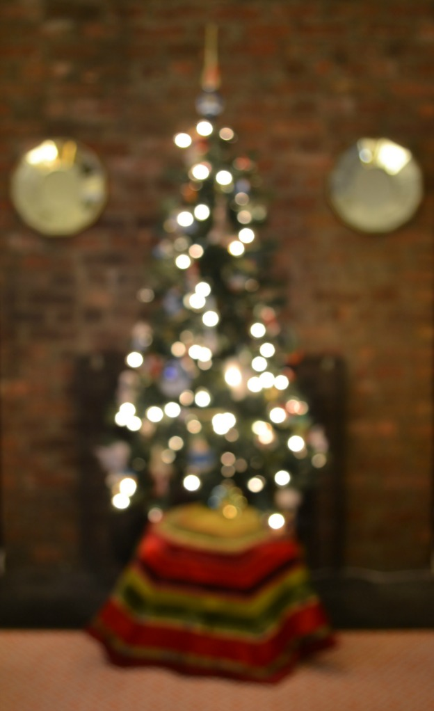Holiday Apartment Tour: Christmas Tree with Bokeh | Hello Little Home