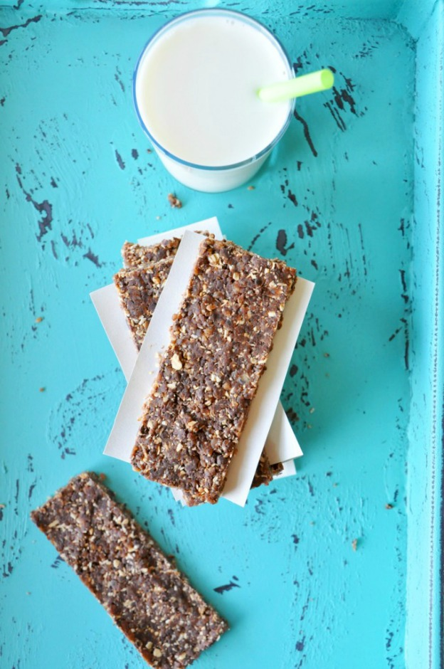 """""""No Bake Cookie"""" Bars from Minimalist Baker"""