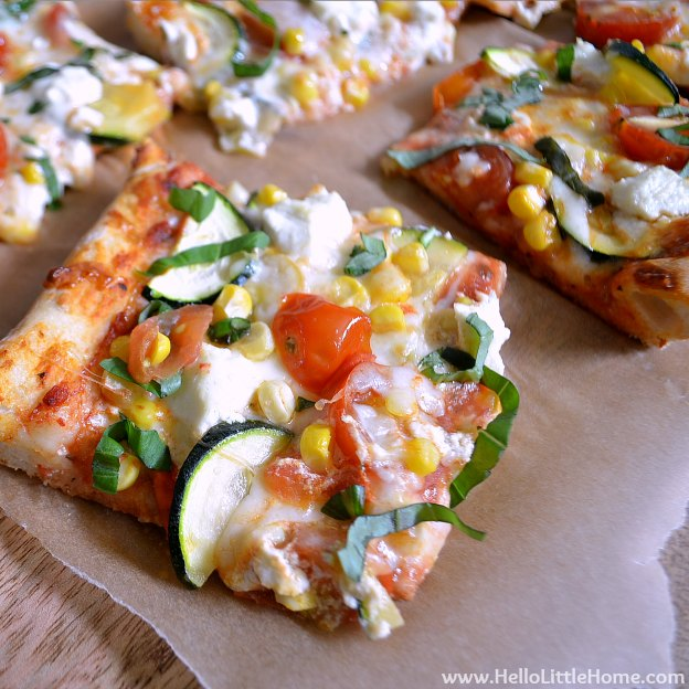 You are going to love this Height of Summer Veggie Pizza! Get this easy recipe + over 60 more vegetarian summer recipes that are perfect for any occassion! | Hello Little Home