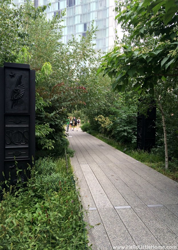 Explore NYC with Me: The High Line - Isabelle Cornaro (Archeo: God Box) | Hello Little Home