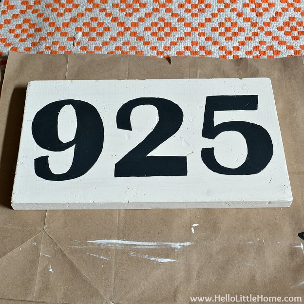DIY Vintage Number Sign: Painted Numbers | Hello Little Home #craft #distressed #wood