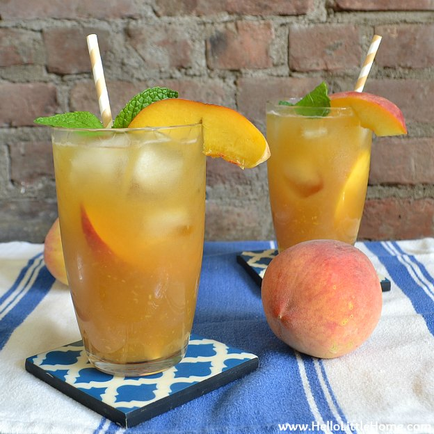 You are going to love this Mint Peach Green Tea Cooler! Get this easy recipe + over 60 more vegetarian summer recipes that are perfect for any occassion! | Hello Little Home