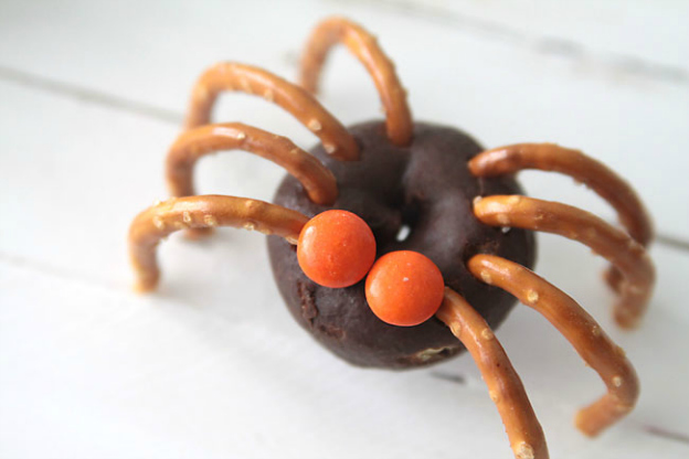 It's Always Autumn: Mini Donut Spiders