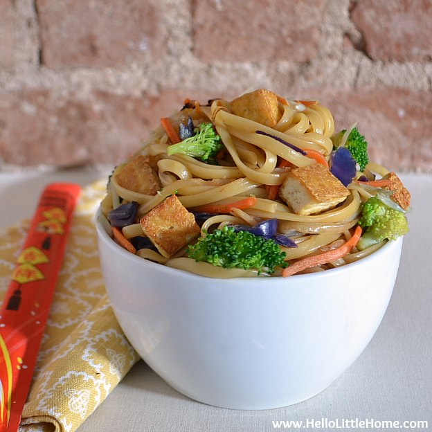 Vegetable Tofu Lo Mein ... yum! Get this easy recipe + 100 other vegetarian fall recipes that are perfect for any occassion! | Hello Little Home