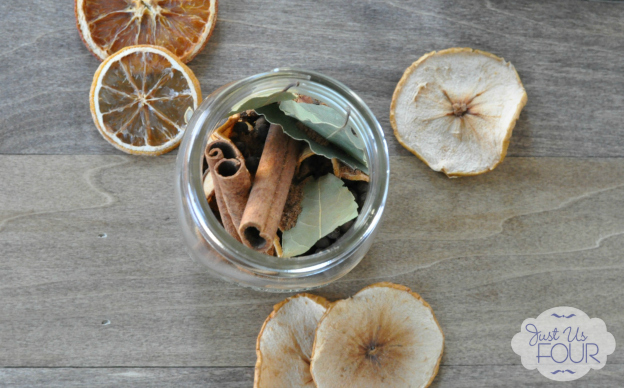 DIY Gift Ideas for Everyone: Dried Fruit Potpourri | Hello Little Home #crafts #holidays #Christmas