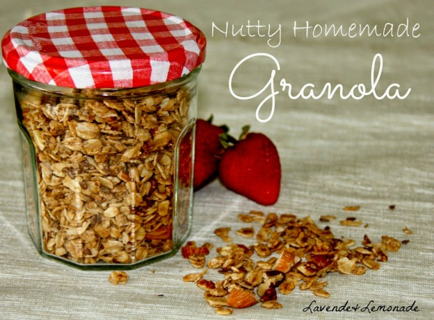 DIY Gift Ideas for Everyone: Nutty Homemade Granola | Hello Little Home #crafts #holidays #Christmas