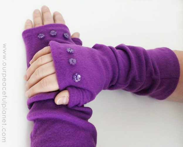 DIY Gift Ideas for Everyone: Quick Fleece Armwarmers | Hello Little Home #crafts #holidays #Christmas
