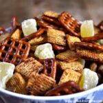 Sweet and Spicy Snack Mix ... yum! Get this easy recipe + 100 other vegetarian fall recipes that are perfect for any occassion! | Hello Little Home