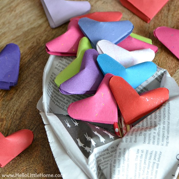 Origami Puffy Heart Bouquet ... a sweet DIY Valentine's Day gift that anyone would love! Learn how to make these easy origami puffy hearts in a step by step tutorial. | Hello Little Home