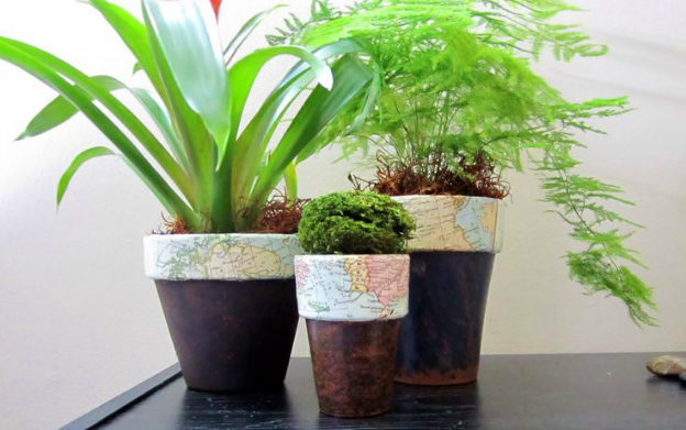 DIY Ideas for Decorating with Maps: Decoupaged Map Flower Pots from 365 Designs | Hello Little Home #MapCrafts #PaperCrafts #InteriorDesign