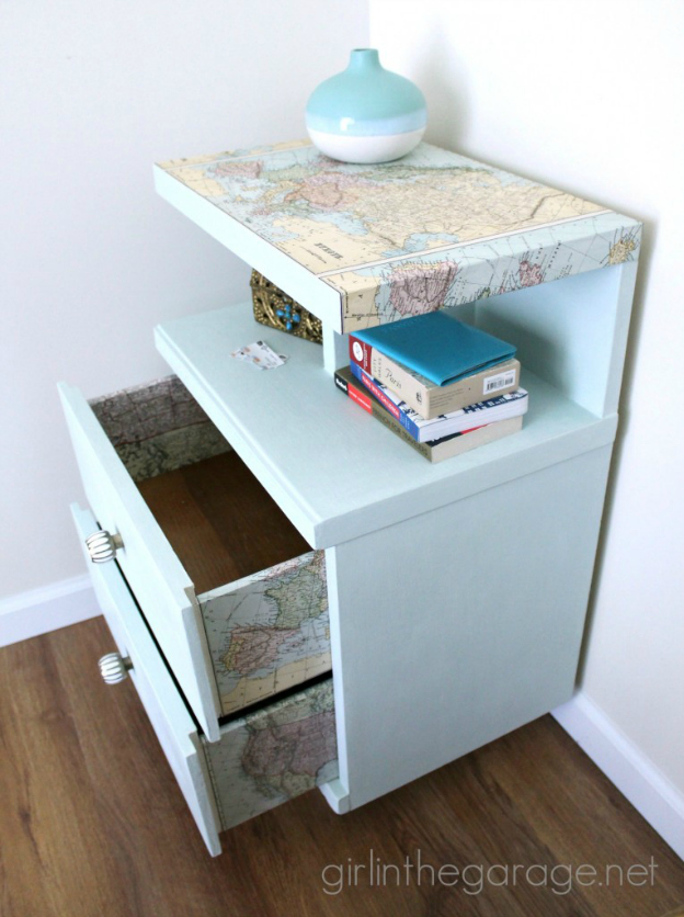 DIY Ideas for Decorating with Maps: Map Table from Girl in the Garage   Hello Little Home #MapCrafts #PaperCrafts #InteriorDesign