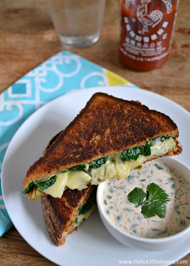 Spinach and Artichoke Grilled Cheese with Spicy Ranch Dipping Sauce ... Get this easy recipe + 100 other vegetarian winter recipes that are perfect for any occassion! | Hello Little Home