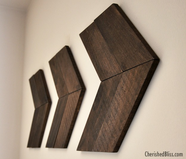 15 Easy DIY Wall Art Projects: Wooden Arrows   Hello Little Home #crafts #artwork