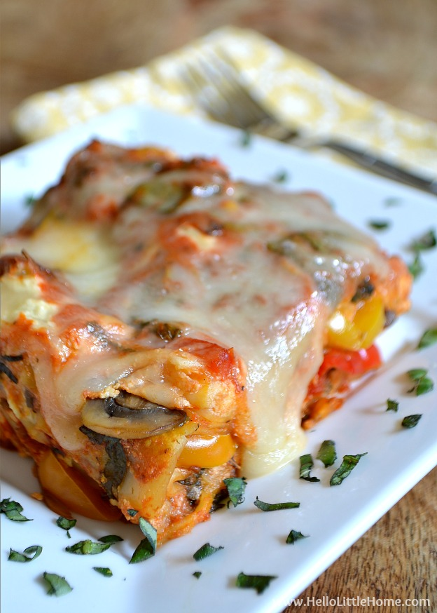 Easy Vegetable Crockpot Lasagna ... yum! Get this easy recipe + 100 other vegetarian fall recipes that are perfect for any occassion!   Hello Little Home