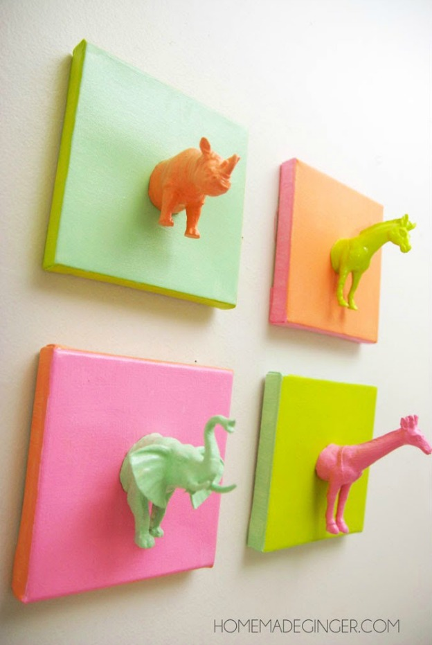 15 Easy DIY Wall Art Projects: Mini Animal Canvases | Hello Little Home #crafts #artwork