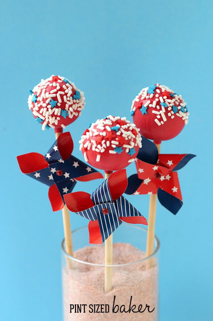 20+ Red, White, and Blue Projects for the 4th of July: Cake Pops from Pint Sized Baker | Hello Little Home #FourthOfJuly
