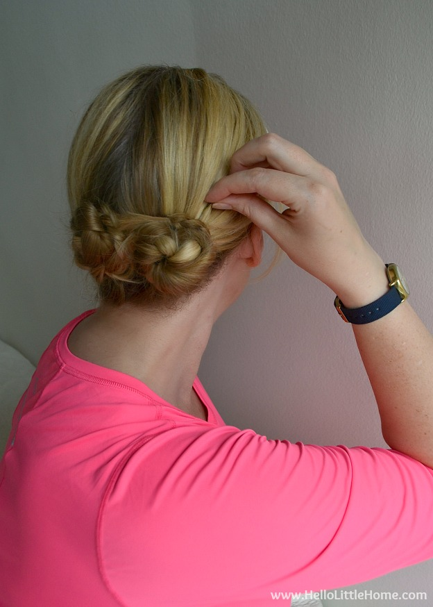 This easy Workout-Friendly Summer Hairstyle is perfect for hot, humid days! | Hello Little Home