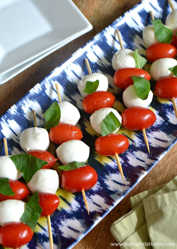 You are going to love these Caprese Salad Skewers! Get this easy recipe + over 60 more vegetarian summer recipes that are perfect for any occassion! | Hello Little Home
