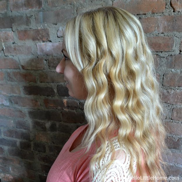 Learn how to get soft, loose waves with a curling wand ... it's easy! | Hello Little Home #tutorial #hairstyle