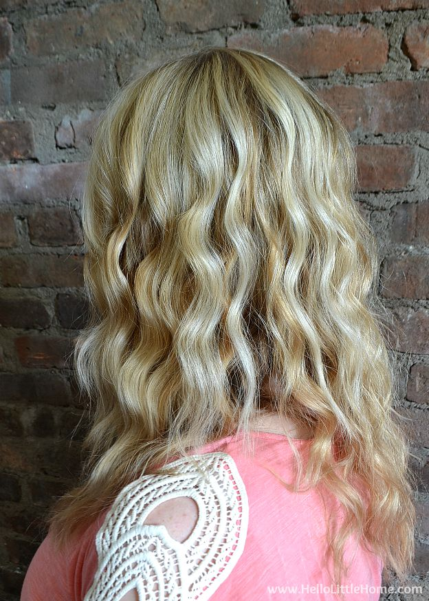 Learn how to get soft, loose waves with a curling wand ... it's easy!   Hello Little Home #tutorial #hairstyle