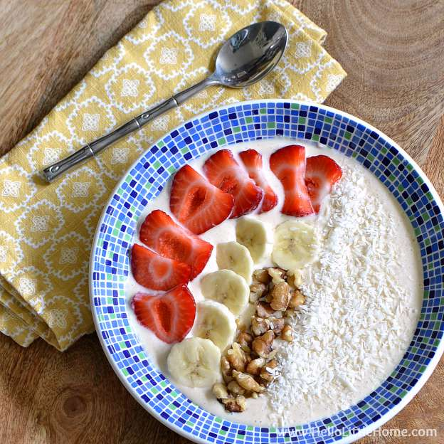 This Easy Smoothie Bowl recipe takes minutes to make and is full of fresh healthy ingredients! | Hello Little Home #Greek2Go #LALAGreek