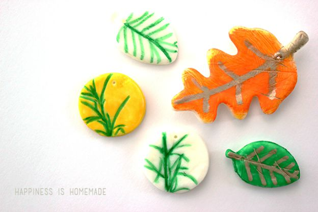 DIY Fall Decorating Ideas: Fall Leaf Imprints from Happiness is Homemade| Hello Little Home