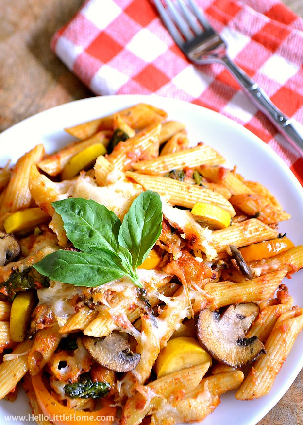 Cheesy Veggie Pasta Bake recipe ... a delicous vegetarian baked pasta recipe with penne, fresh vegetables, marinara, and lots of ooey gooey cheese! This easy vegetarian baked ziti is simple to make, perfect for Meatless Monday and busy weeknights.   Hello Little Home
