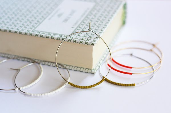 20+ DIY Jewelry Tutorials: Easy Beaded Hoop Earrings from How About Orange | Hello Little Home