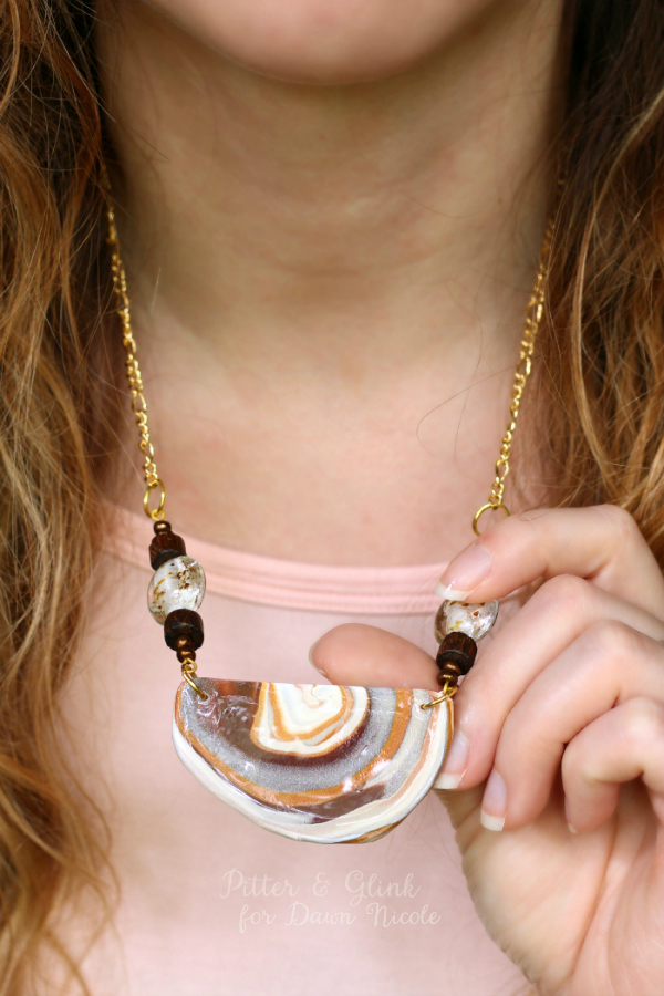 20+ DIY Jewelry Tutorials: Faux Agate Necklace from By Dawn Nicole | Hello Little Home