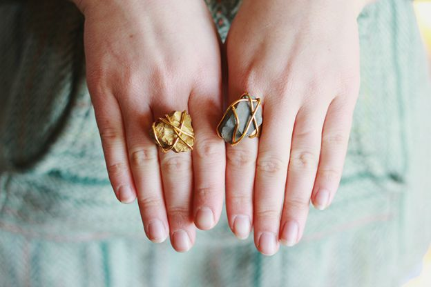 20+ DIY Jewelry Tutorials: Golden Stone Ring from The Merry Thought | Hello Little Home