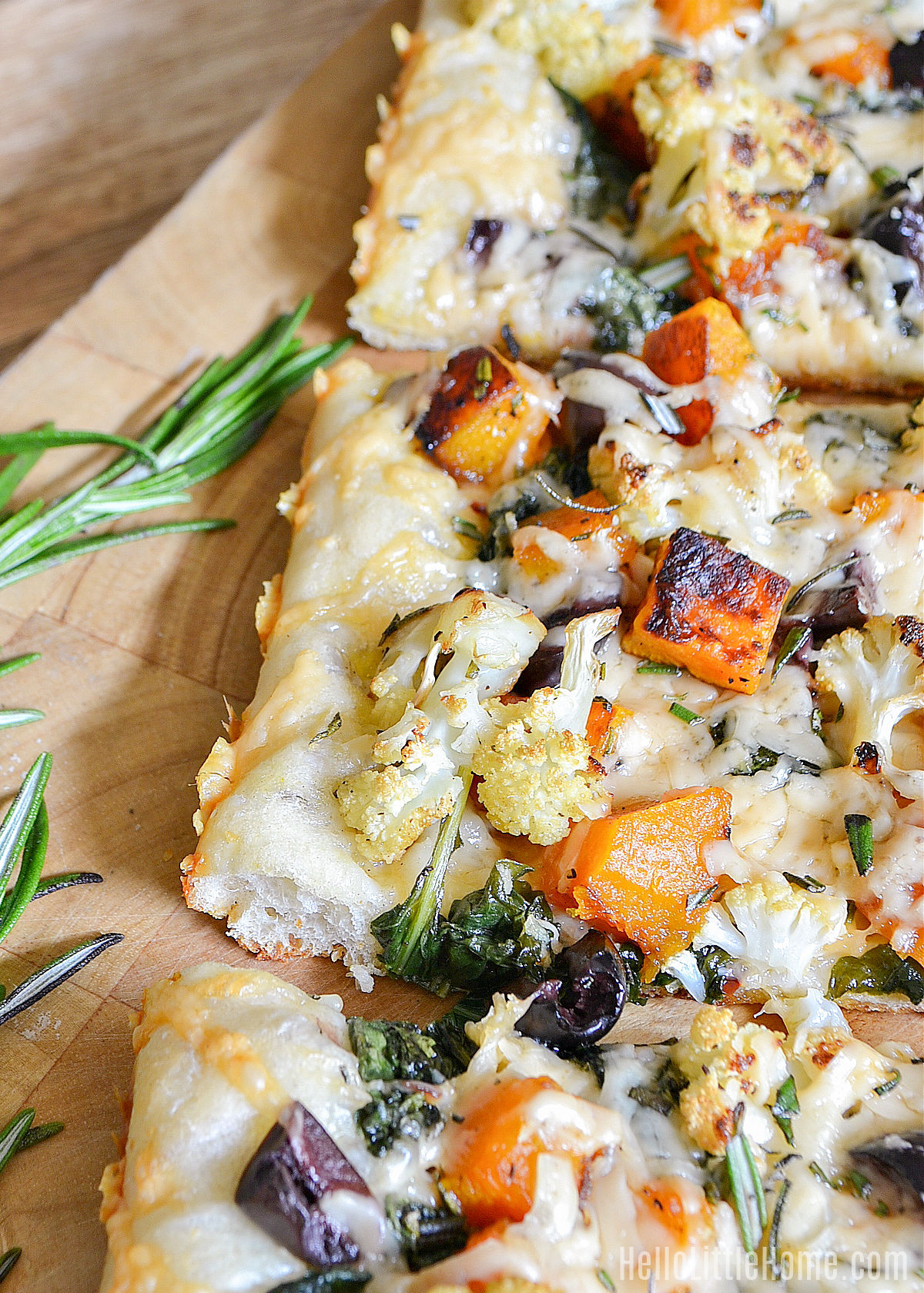 Closeup of the finished roasted vegetable pizza.