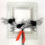 DIY Halloween Craft Ideas: Crow Wreath from Oh My Creative | Hello Little Home