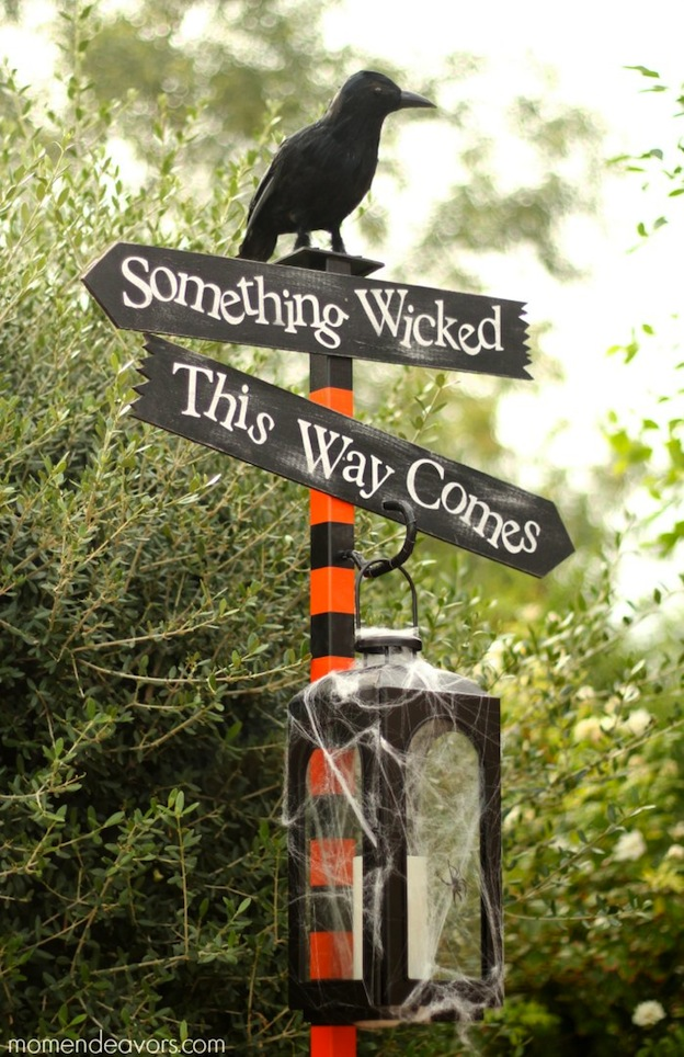 DIY Halloween Craft Ideas: Lantern Sign Post from Mom Endeavors | Hello Little Home