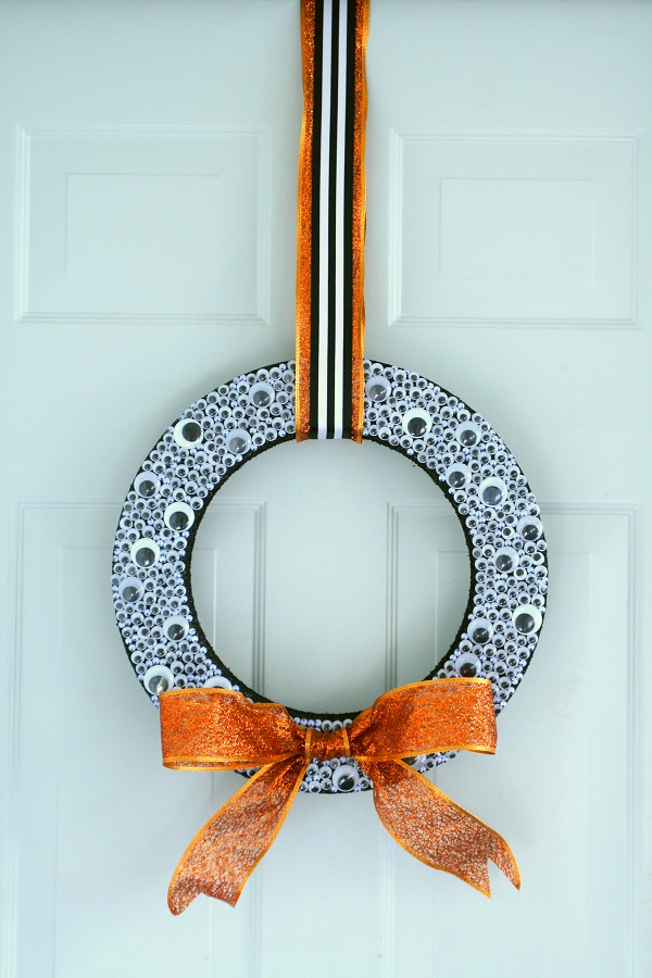 DIY Halloween Craft Ideas: Googly Eye Wreath from By Dawn Nicole | Hello Little Home