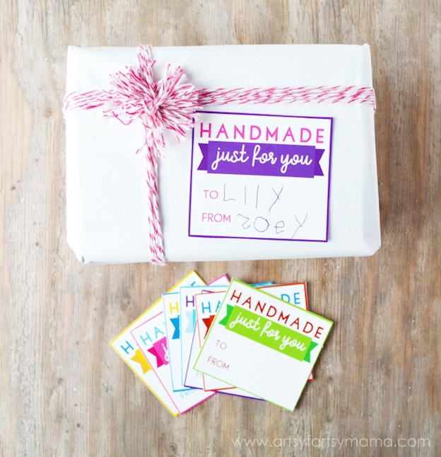 Handmade Just for You Gift Tags from Artsy Fartsy Mama. One of 20 FREE printable holiday gift tags ... perfect for decorating all your Christmas packages! | Hello Little Home
