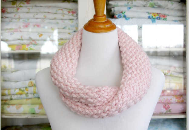 Cute and Easy Cowl from Flamingo Toes, featured on The Ultimate DIY Christmas Gift Guide: 50+ Gift Ideas for Everyone on Your List! | Hello Little Home