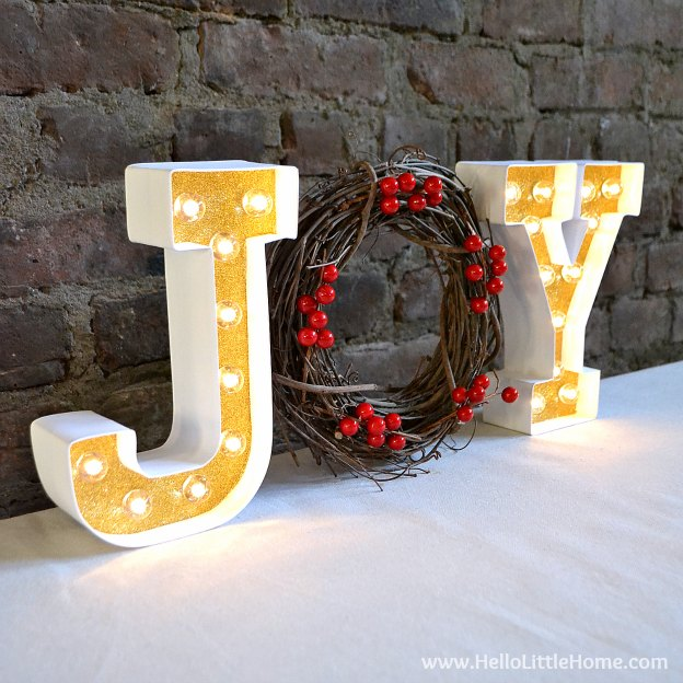 Learn how to make a gorgeous Lighted Holiday Marquee Sign ... it's super easy and festive! | Hello Little Home