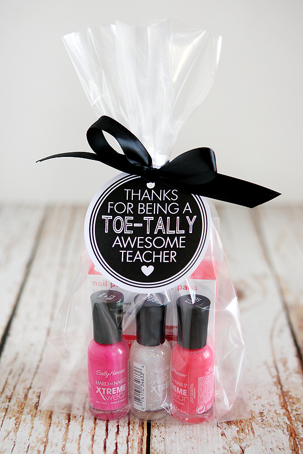 Toe-tally Awesome Teacher Gift from Eighteen 25, featured on The Ultimate DIY Christmas Gift Guide: 50+ Gift Ideas for Everyone on Your List! | Hello Little Home