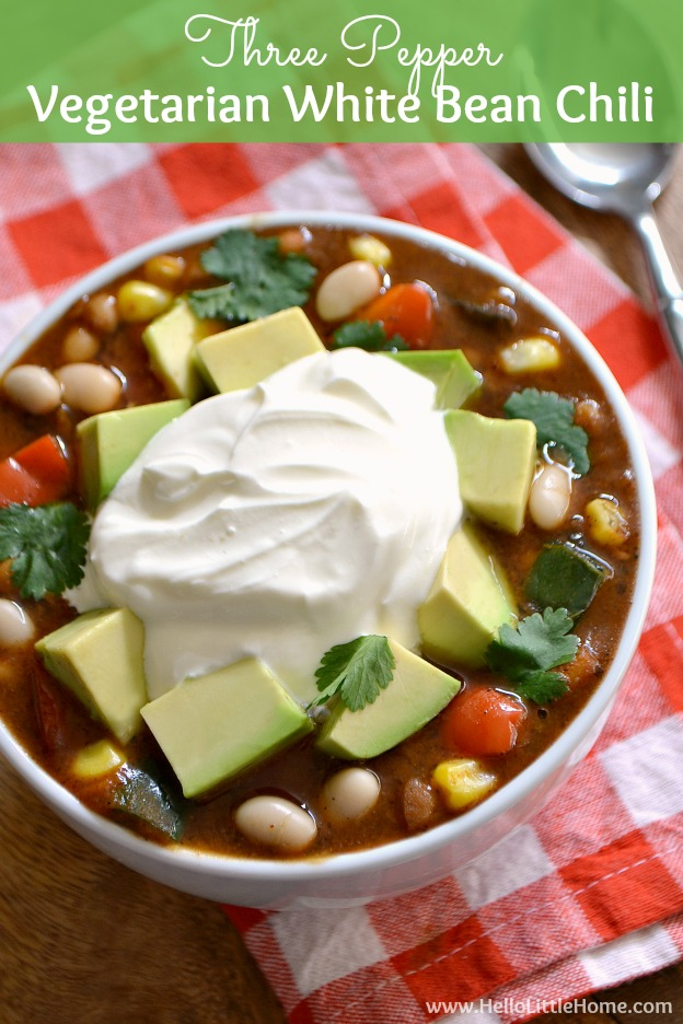 Warm up with a bowl of this delicious Vegetarian White Bean Chili! This Vegetarian White Chili is the perfect cold weather treat. It's an easy Vegetarian Chili recipe your whole family will love! | Hello Little Home #vegetarianchili #chilirecipe #whitebeanchili #veggiechili #vegetarianrecipes #vegetarian