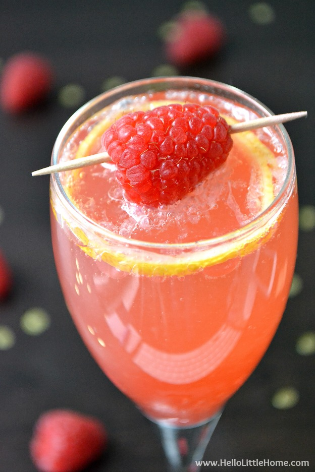 Treat yourself to a Raspberry French 75 ... an amazing twist on the classic French 75 cocktail! | Hello Little Home