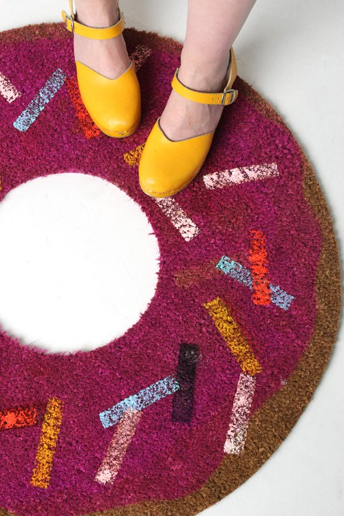 20 Adorable DIY Donut Crafts: DIY Donut Rug from The House That Lars Built | Hello Little Home