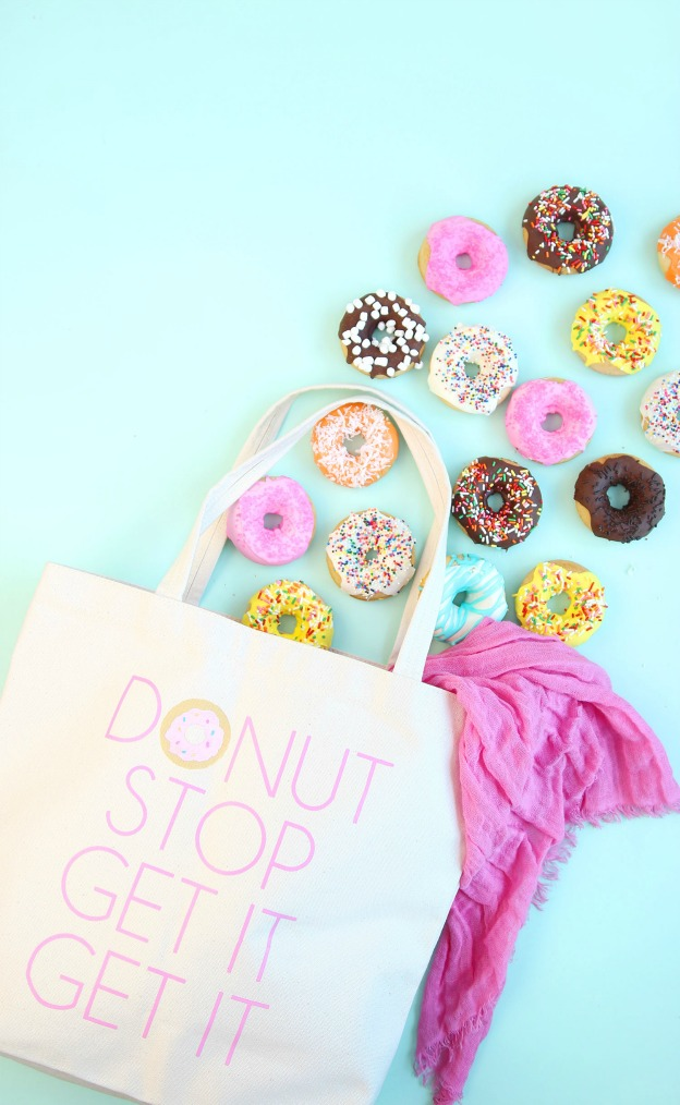 20 Adorable DIY Donut Crafts: DIY Donut Tote Bag from Damask Love | Hello Little Home