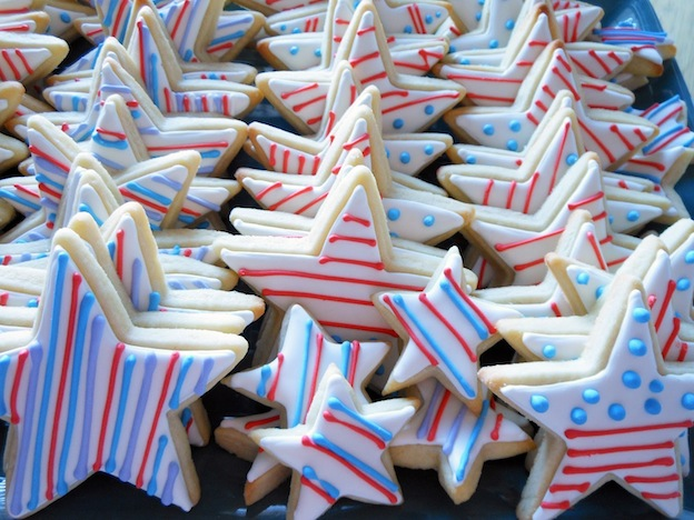 Over 30 Patriotic Recipes, Crafts, and Home Decor Ideas, including these Star Cookies from My Cookie Clinic! These fun and easy red, white, and blue ideas are perfect for celebrating every patriotic summer occassion ... 4th of July, Memorial Day, and more! | Hello Little Home