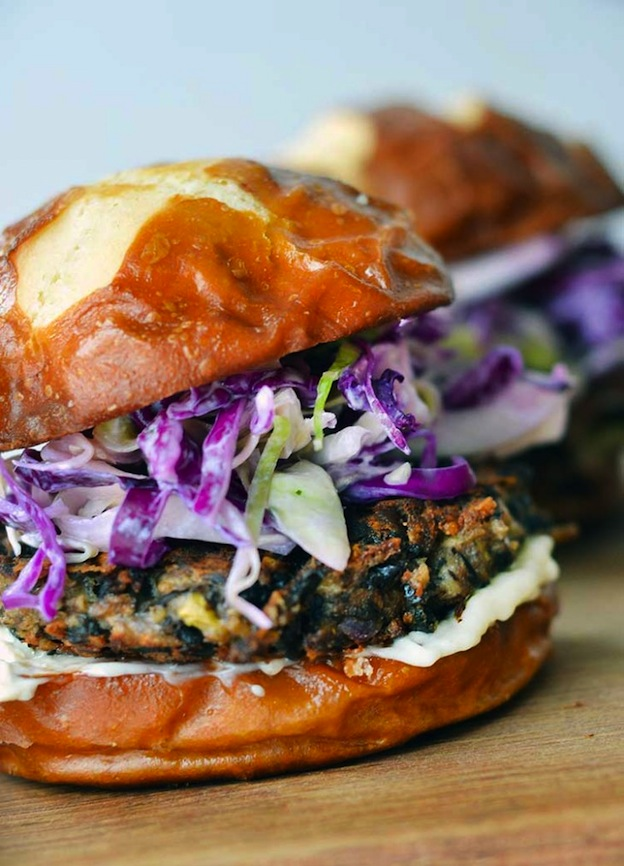 Easy Black Bean Burgers from Nellie Bellie ... one of 20 Mouthwatering Veggie Burger Recipes ... perfect for all your summer cookouts and parties! These delicious vegetarian and vegan burgers are filled with healthy ingredients + super delicious ... make one for your next BBQ!   Hello Little Home