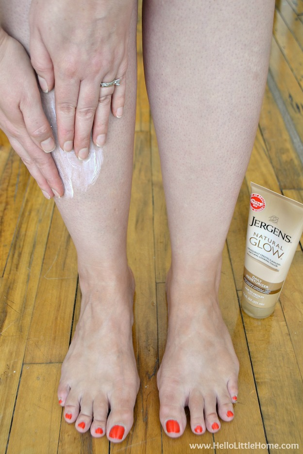 The Pale Girl's Guide to Getting a Natural Summer Glow ... everything you need to know about getting a healthy {faux} summer tan that looks totally natural!   Hello Little Home