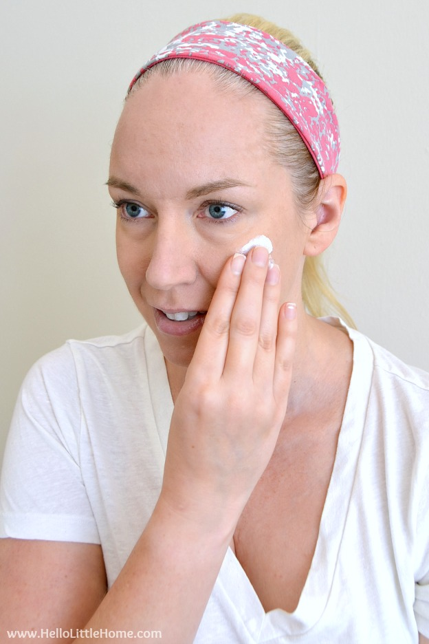 The Pale Girl's Guide to Getting a Natural Summer Glow ... everything you need to know about getting a healthy {faux} summer tan that looks totally natural! | Hello Little Home