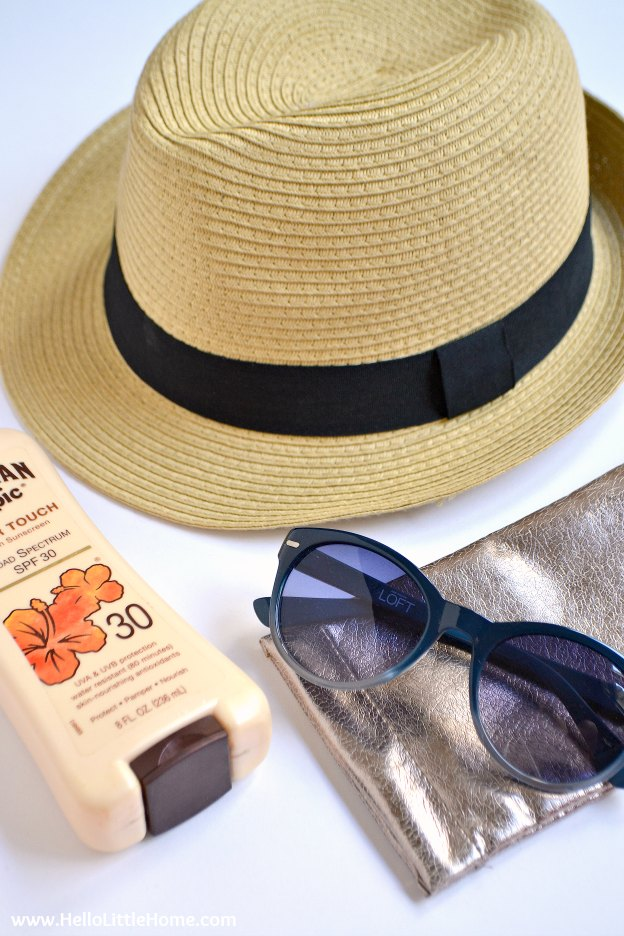 Planning a summer getaway? Make sure to pack these road trips essentials ... everything you need for a fun summer vacation! | Hello LIttle Home