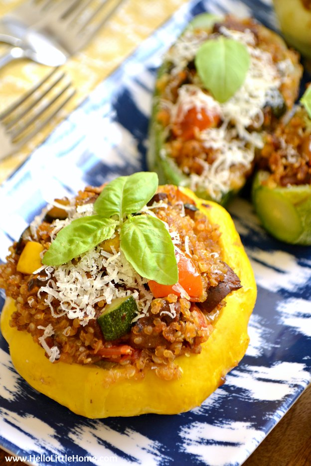 You are going to love this Vegetarian Quinoa & Sausage Stuffed Summer Squash! Get this easy recipe + over 60 more vegetarian summer recipes that are perfect for any occassion! | Hello Little Home